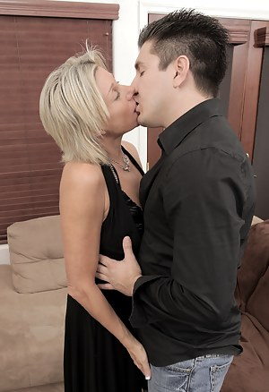 Moms Kissing Porn Pictures