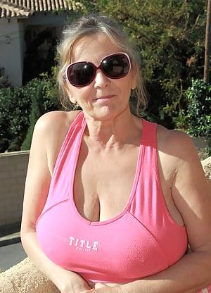Moms T-Shirt Porn Pictures