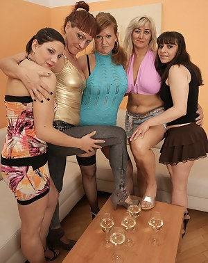 Moms Party Porn Pictures