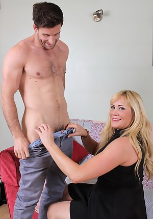 Moms CFNM Porn Pictures