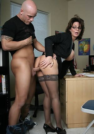 Moms Standing Sex Porn Pictures